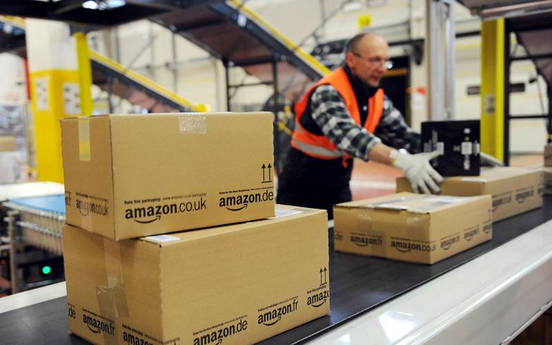 Amazon, braccialetti per monitorare i dipendenti