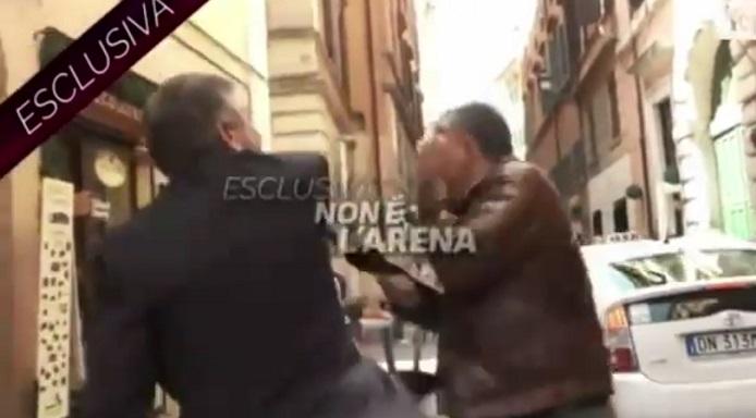 Ex ministro schiaffeggia giornalista La7