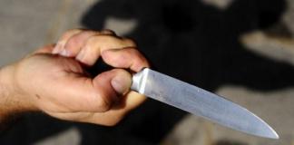 minaccia con coltello