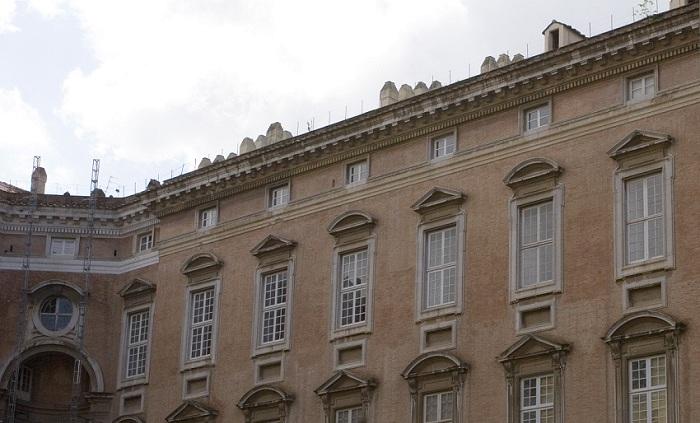 Reggia di caserta danneggiata dal maltempo crollano for Fregi decorativi