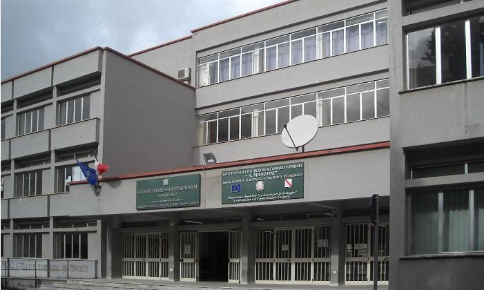 Al Liceo Manzoni di Caserta problemi con i termosifoni prontamente risolti |
