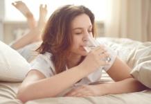 Bere molta acqua per dormire di notte