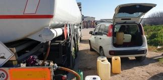 rifornimenti illegali di gasolio nel parcheggio del cimitero