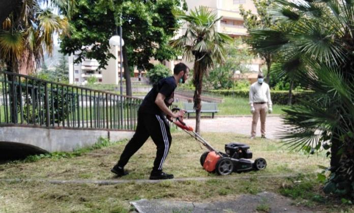 Caserta Solidale mette a nuovo la villetta di Parco degli Aranci