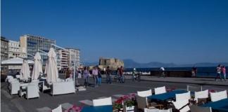 Riaprono al pubblico ristoranti e pizzerie in Campania: domani alle 12 il lungomare di Napoli celebra vittime ed eroi