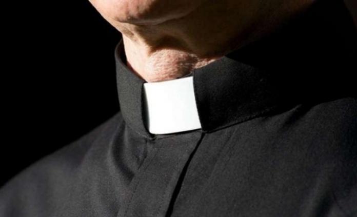 Carinola (Caserta), un prete va in carcere con 9 cellulari da consegnare ai detenuti