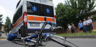 Caserta, noto commerciante di Via San Carlo viene investito con la sua bici