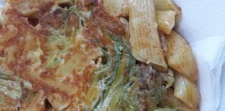 Frittata di pasta con fiori di zucca