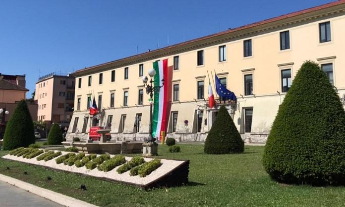 Prefettura di Caserta con il Tricolore
