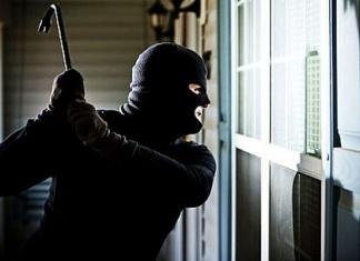 """Furto alla scuola """"Rodari"""" di Casagiove: rinvenuta la refurtiva e arrestati i ladri"""