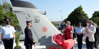 """""""A Caserta, città di aviatori"""": velivolo con dedica sulla rotonda di Viale Carlo III"""