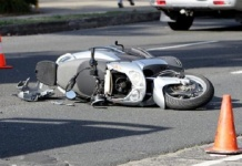 Padre e figlia muoiono in un incidente tornando dal mare in scooter. Lui era originario di Marcianise