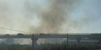 Caserta, un incendio nei pressi dell'uscita Tredici della Variante Anas