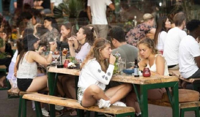 Covid in Campania, aumento di contagi nella fascia di età tra i 18 e i 50 anni