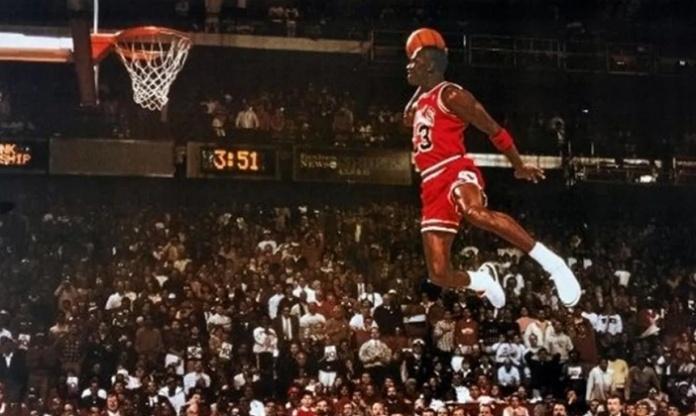 Nike indossate da Michael Jordan contro la Juve Caserta battute per 615.000 dollari