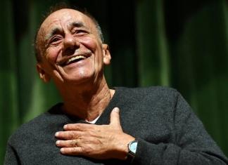 """""""L'Infinito Tour"""" di Roberto Vecchioni a Capua, la """"Città che legge"""". All'artista la consegna del Premio Placito Capuano 2020"""