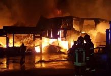Vasto incendio distrugge oltre 40 autovetture che erano custodite nel Deposito Giudiziario di Teverola