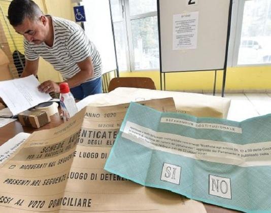 Elezioni 2020: vittoria del SI al taglio dei Parlamentari e Vincenzo De Luca pronto al bis