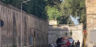 Ennesimo furgone incastrato sotto al ponte di Ercole a Caserta: una vergogna che non fa più notizia