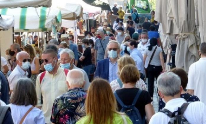 Da oggi è obbligatorio indossare le mascherine all'aperto: l'annuncio di De Luca su facebook