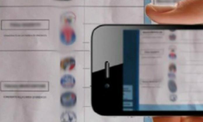 un elettore denunciato perché sorpreso a scattare una foto alla scheda elettorale