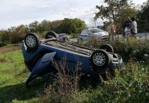 Perde il controllo dell'auto e si ribalta: è successo a San Nicole La Strada