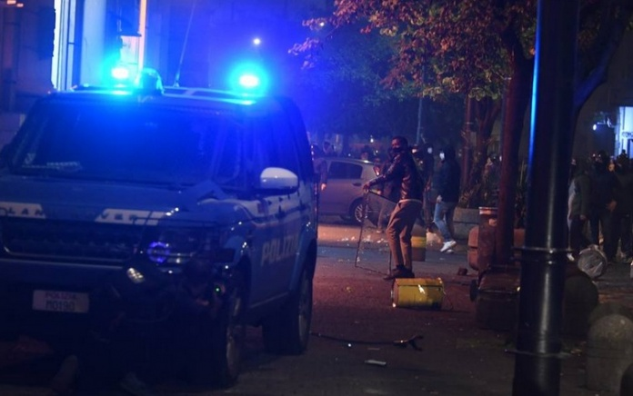 Agguati contro le forze dell'ordine, la criminalità infiltrata nella protesta