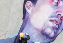 Giulietta e Romeo, murales su Palazzo Castropignano, sede del Comune di Caserta. Opera degli artisti Betz e Natalia Rak (un momento della realizzazione)