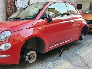 Furto pneumatici a Caserta