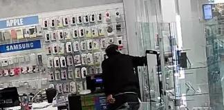 Ruba in un negozio di elettronica del Centro Campania ma scatta l'antitaccheggio inserito nei prodotti e viene arrestato