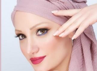 """Lucia La Marca è """"La ragazza col turbante"""" più famosa del web. Tessuti e colori contro l'alopecia"""