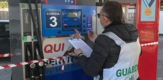 Olio lubrificante nel gasolio: sequestrato un distributore stradale a San Nicola La Strada