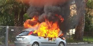 Aversa, appicca il fuoco all'autovettura di una donna