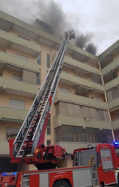 Caserta, incendio in un sottotetto di Via Cappuccini - Vigili del Fuoco