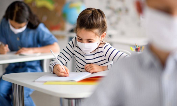 Scuola, la Regione Campania raccomanda la presenza in aula al 50%