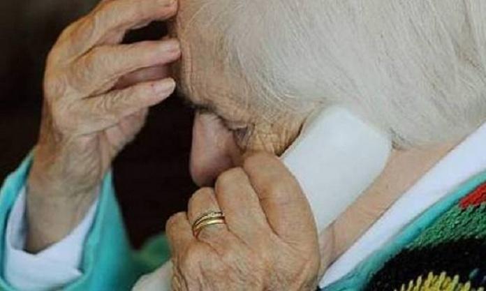 Truffe ai nonni, l'allarme di Uecoop: con l'emergenza Covid a rischio 7 milioni di over 75