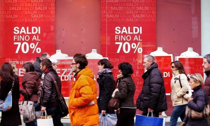 Flop saldi invernali: né soldi né voglia di fare acquisti piegano il commercio di Caserta e provincia. In difficoltà anche i centri Commerciali