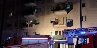 Aversa, vasto incendio divampato nella notte in Via San Lorenzo