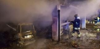 Capua, otto automobili andate a fuoco nel parcheggio di un parco privato