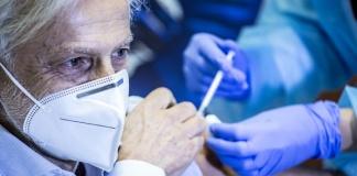 Covid, allarme varianti, a rischio 4,4 milioni di over 80, subito il vaccino