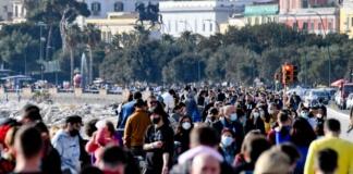 Napoli, folla nelle strade e traffico in tilt per festeggiare San Valentino