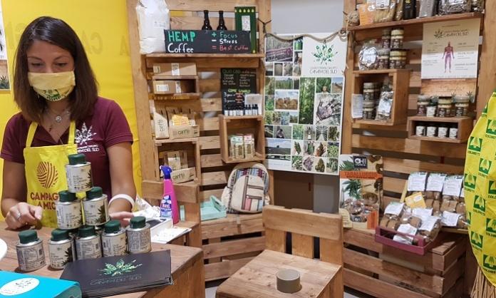 Un gruppo di giovani agricoltori tra Caserta e Napoli lancia il Canffè, il caffè di canapa