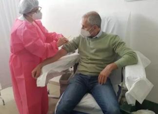 Caserta, lo scrittore Gianrico Carofiglio volontario per la sperimentazione di un nuovo vaccino tutto italiano