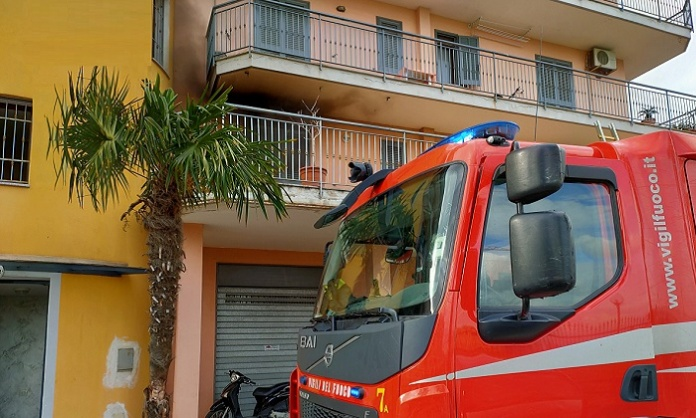 Incendio in un appartamento, intervento dei Vigili del Fuoco di Caserta