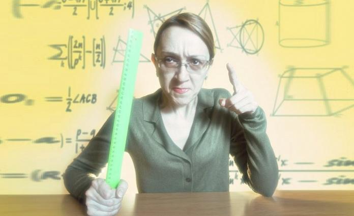 Insegnante ingiuria ed offende volgarmente gli studenti