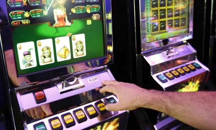 """Sale giochi chiuse, """"boom"""" del business illegale: in un anno di lockdown centinaia di agenzie sequestrate, denunce e siti oscurati"""