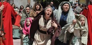 Via Crucis al femminile contro il femminicidio: a Sant'Antimo l'iniziativa di Caritas, DadaaGhezo e Elle(s)