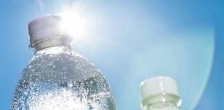 Esporre al sole le confezioni di acqua destinata alla vendita è reato