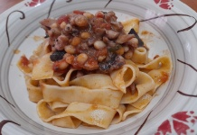 Pappardelle con fagioli, seppie e olive