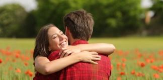 Abbracciami di Giuseppe Preziuso, un dolce ricordo poetico
